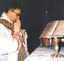 Escriva_at_Mass_1971